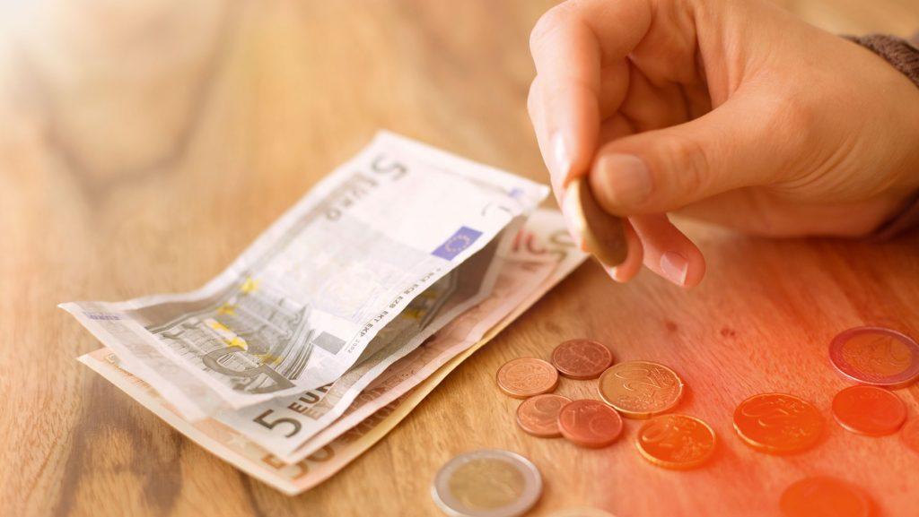 8 Spartipps zum Haushalten mit wenig Geld