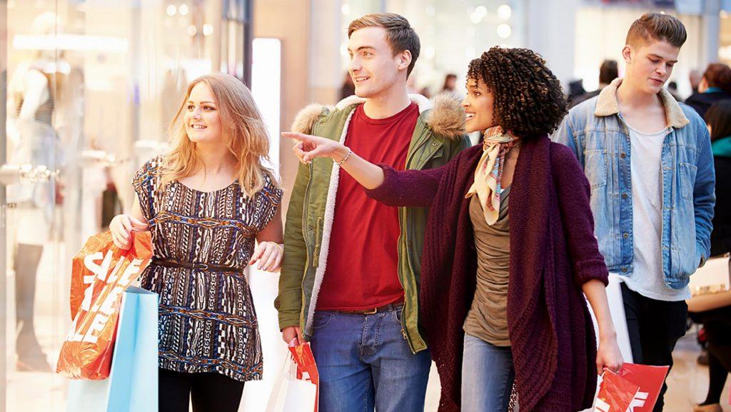 Mit dem Budgetgeld lernen Jugendliche auch beim Shoppen das Budget einzuteilen.